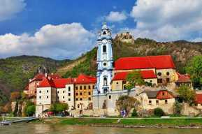 20141006190217493200_shutterstock_169001624_Durnstein near Vienna, lower Austria, pictoial Wachau valley